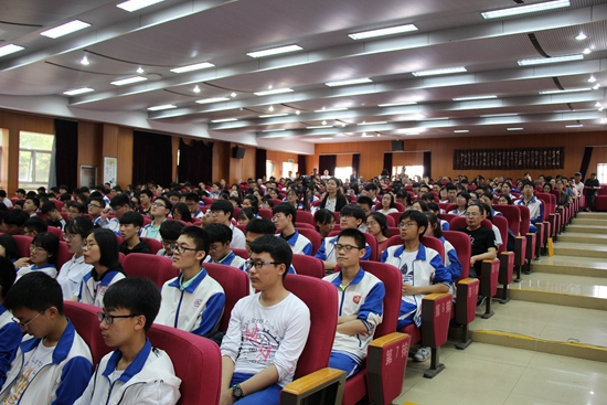 威海三中举行58级学生毕业典礼